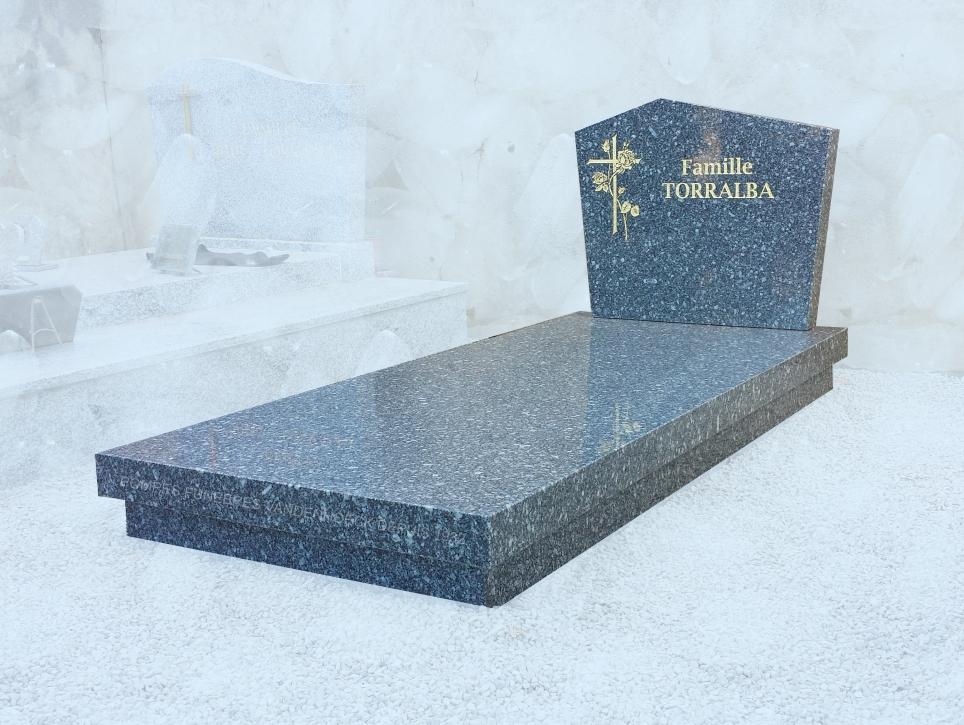 monument pierre tomballe dalle pleinne terre granit du tarn foncé